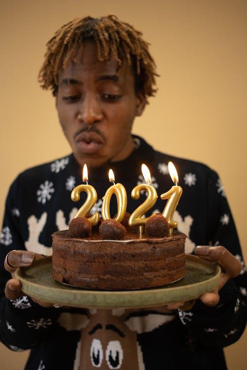 Kostenloses Stock Foto zu 2021, afro-haar, afroamerikanischer mann