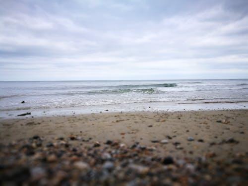 구름, 모래, 손을 흔들다, 조약돌 해변의 무료 스톡 사진