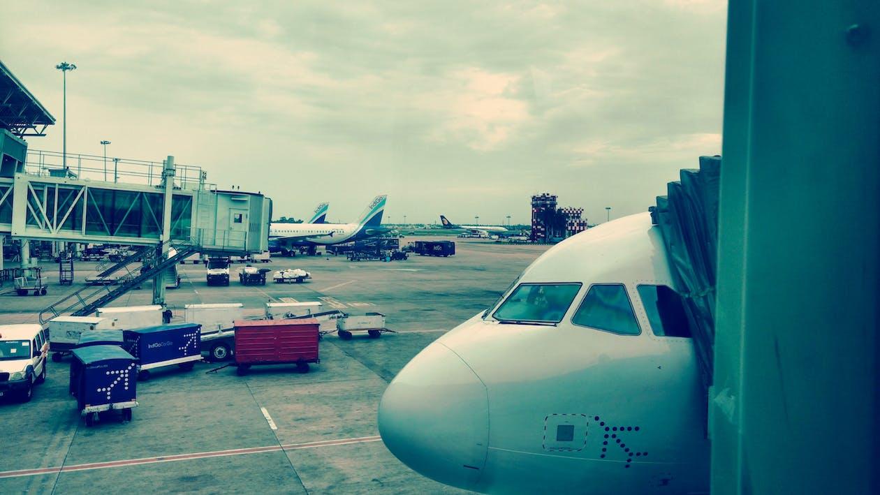 aeropuerto, aviones, coches
