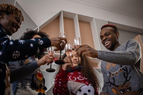 Foto profissional grátis de alegre, brindar, celebrando
