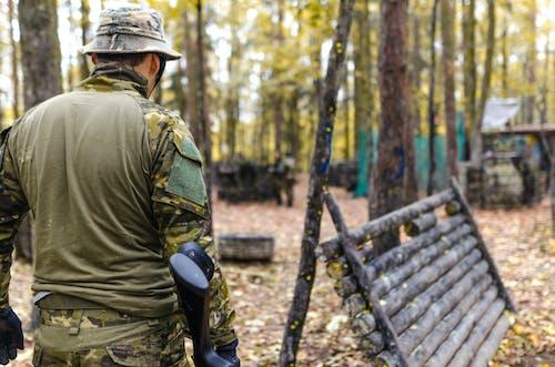 Gratis lagerfoto af baggrund, bevæbnet, camouflage, folk