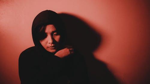 Darmowe zdjęcie z galerii z brunetka, ciemny, cień