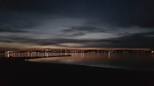 城市, 城市的燈光, 燈光, 陰暗的天空 的 免費圖庫相片