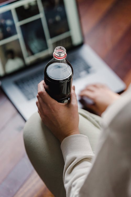 Immagine gratuita di angolo alto, bevanda, bottiglia