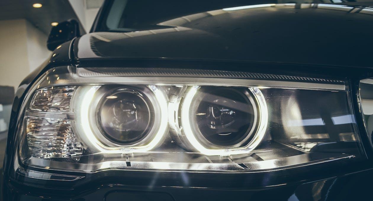 auto, svetlomety, svietiť