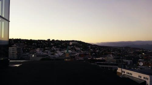 Gratis arkivbilde med by, fjell, horisont