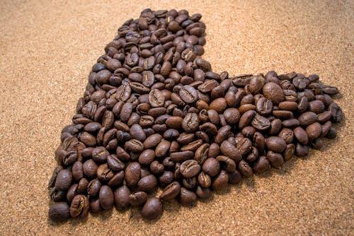 Бесплатное стоковое фото с горох, коричневый, кофеин, кофейные зерна