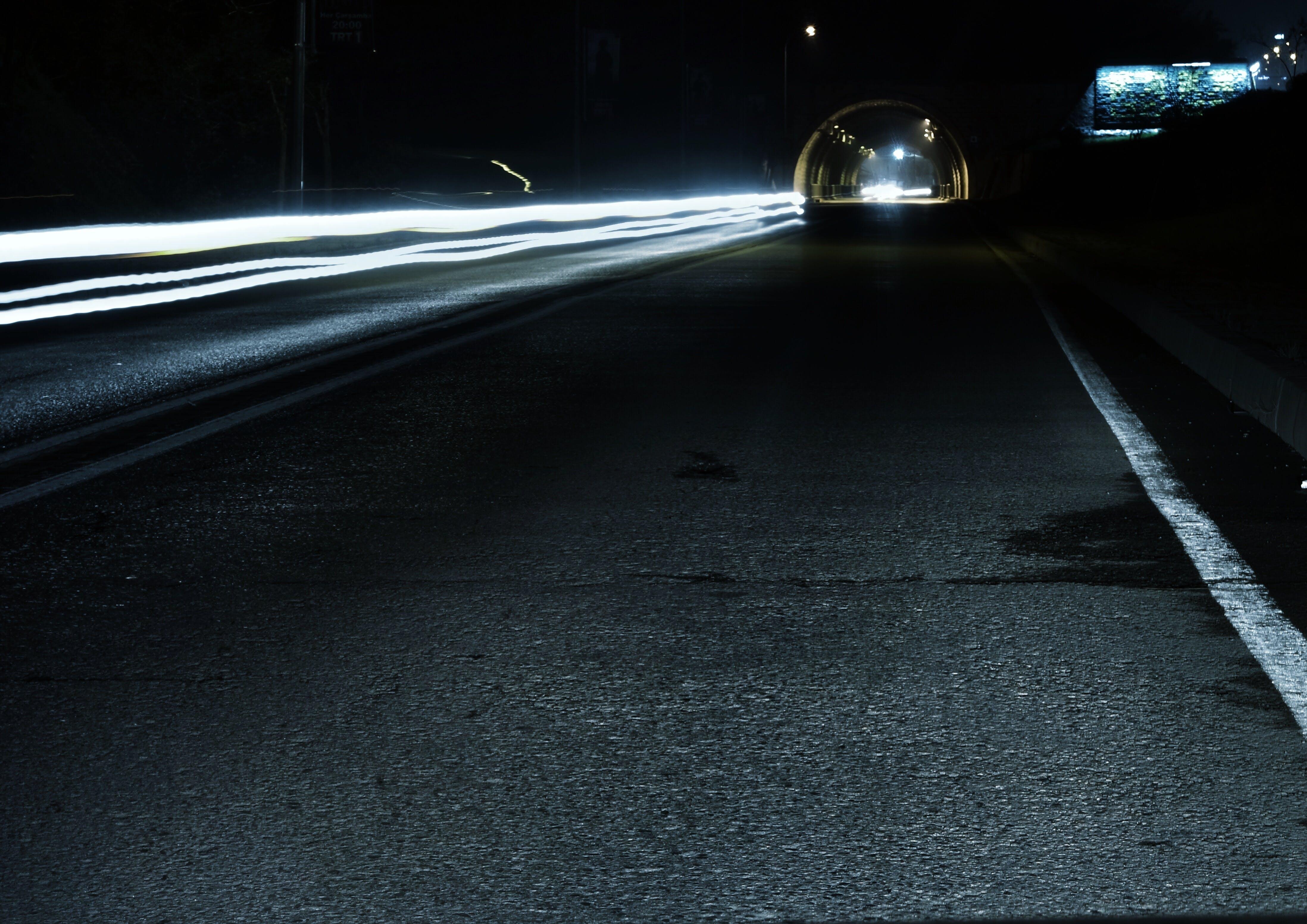 arabalar, araç kullanmak, gece, gölgeler içeren Ücretsiz stok fotoğraf