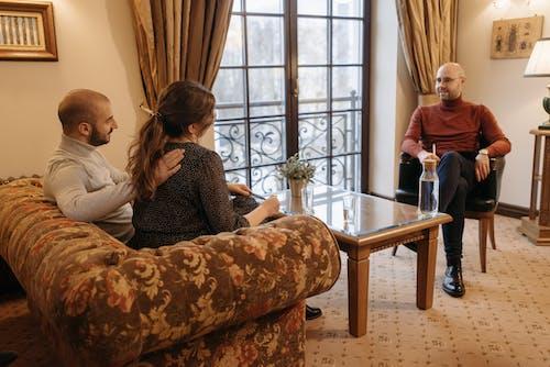 Foto stok gratis dalam ruangan, di rumah, diskusi