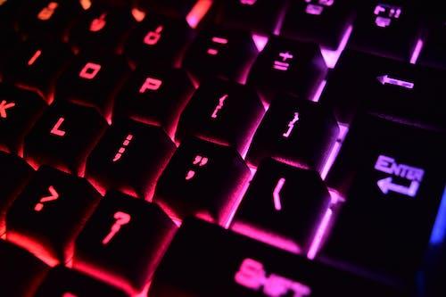 Kostenloses Stock Foto zu alphabet, ausrüstung, beleuchtung, computer tastatur