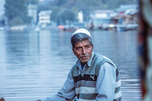 Gratis stockfoto met avond, bejaarde man, boot-rit, dal lake