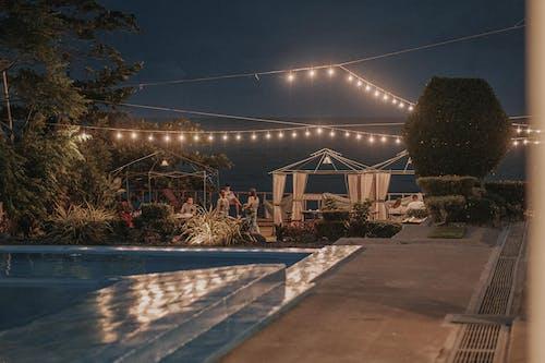 Kostenloses Stock Foto zu architektur, baum, beleuchtung