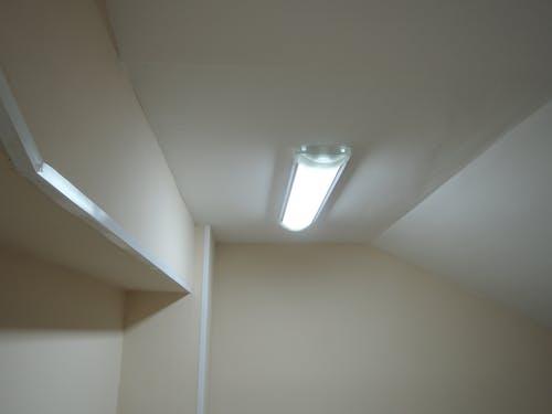 Ilmainen kuvapankkikuva tunnisteilla katto, kattolamppu, kevyt, konttori