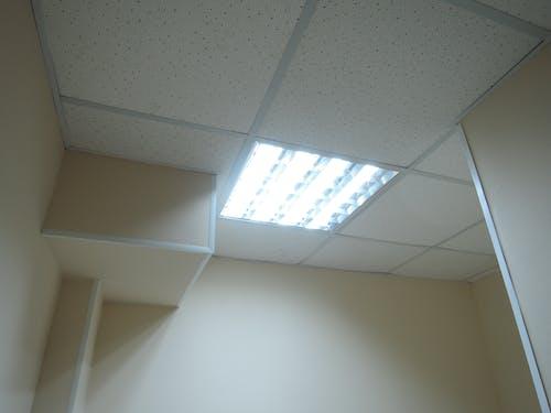 Ilmainen kuvapankkikuva tunnisteilla katto, kattolamppu, kattovalot, kevyt