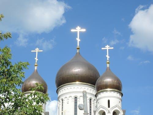 Ilmainen kuvapankkikuva tunnisteilla kristinusko, kultainen risti, kupolit, ortodoksi