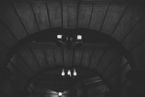 Immagine gratuita di angolo basso, architettura, bianco e nero