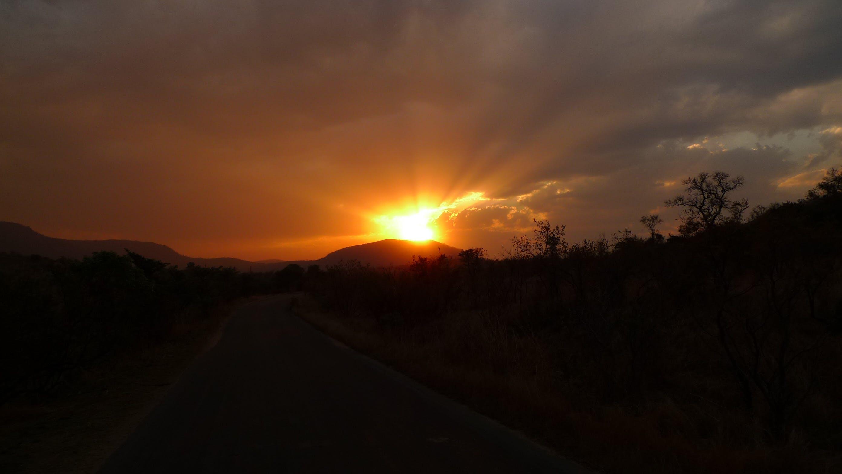 Δωρεάν στοκ φωτογραφιών με Ανατολή ηλίου, απόγευμα, αυγή, βουνό