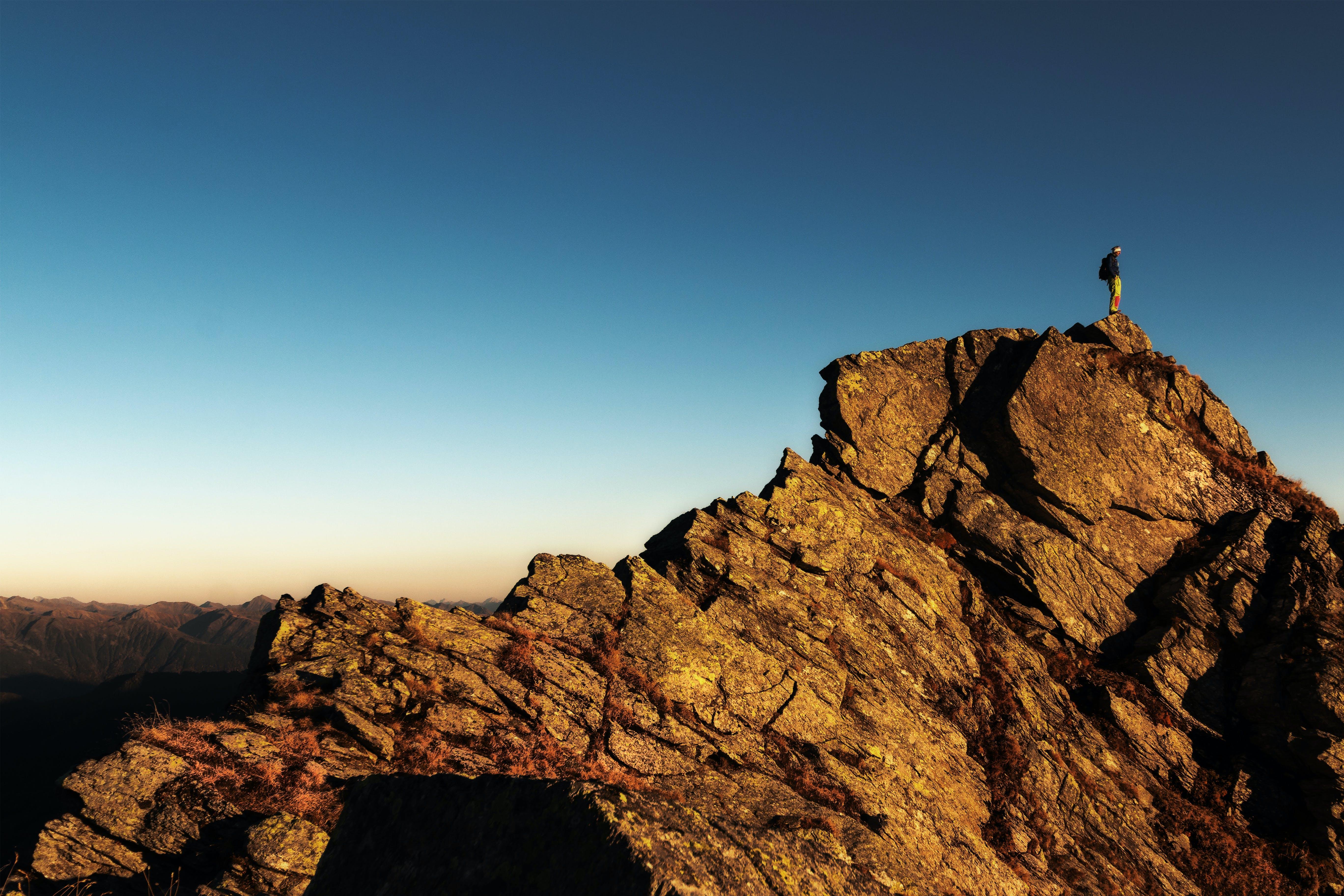 Gratis stockfoto met avontuur, beklimmen, berg, bergbeklimmen