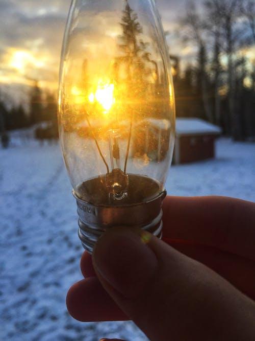 Kostnadsfri bild av fingrar, fotografera, glödlampa, gyllene sol