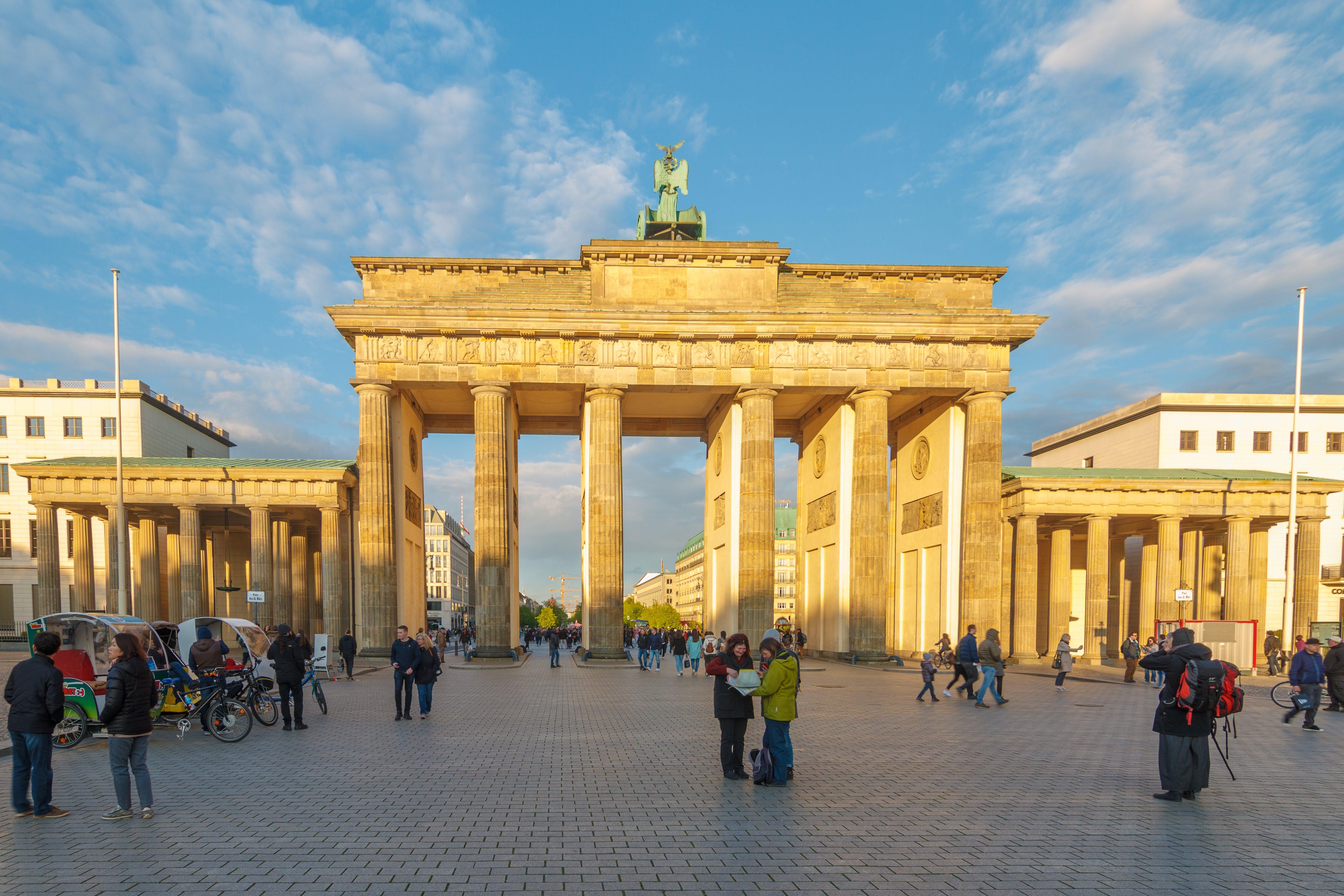 Free stock photo of behind, berlin, brandenburg gate, people