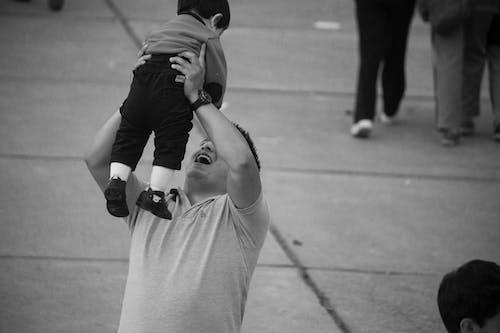 Základová fotografie zdarma na téma černobílý, chlapec, děti, dítě