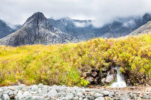 Imagine de stoc gratuită din apă plată, atmosferă sumbră, dealuri