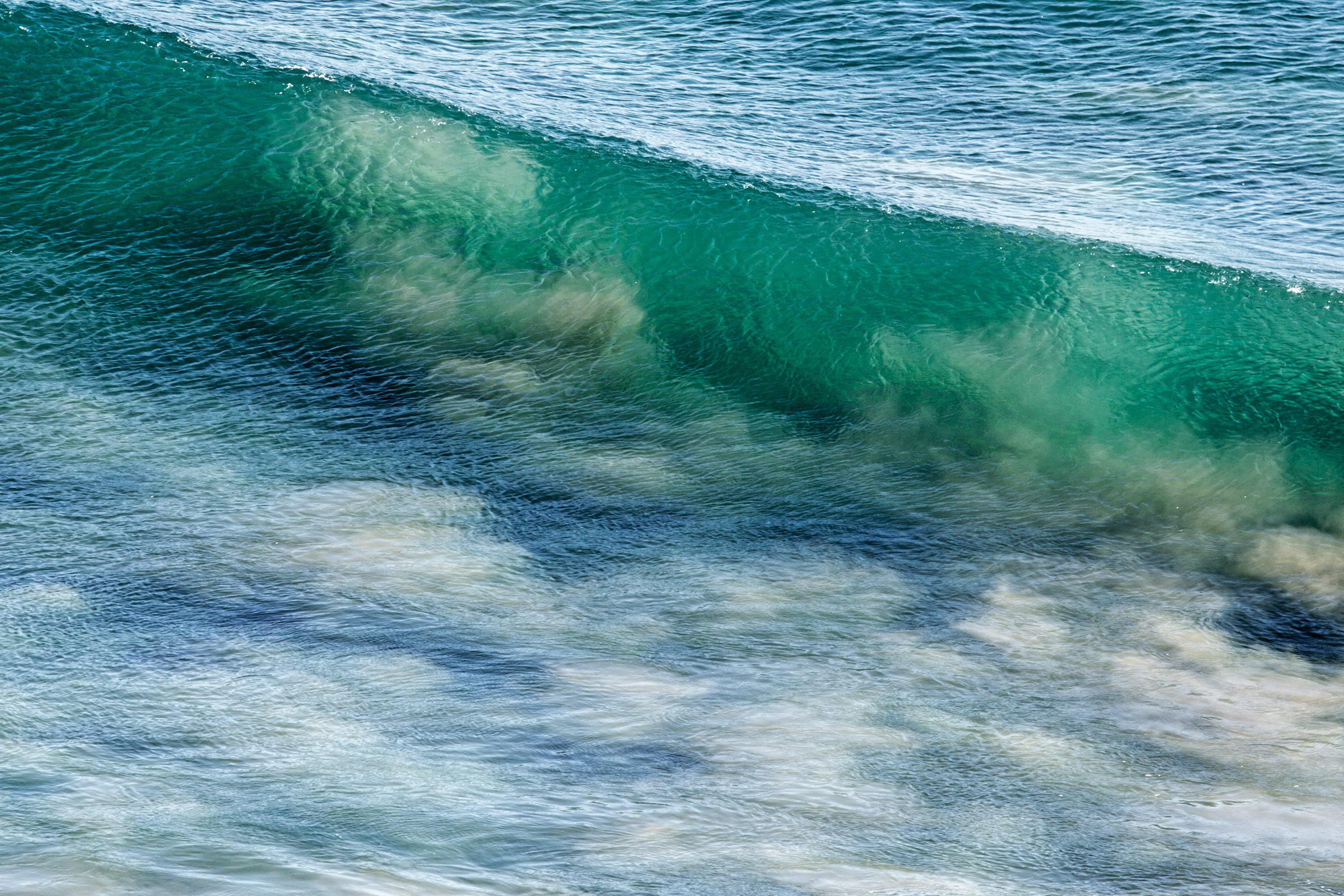 White and Green Clear Wave