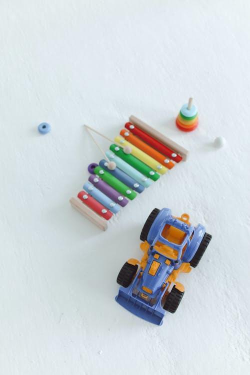 おもちゃ, おもちゃの車, 垂直ショットの無料の写真素材
