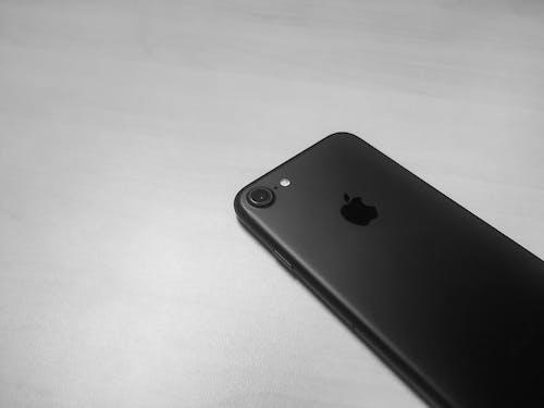 Fotobanka sbezplatnými fotkami na tému Apple, čierna a biela, informačné technológie, iPhone
