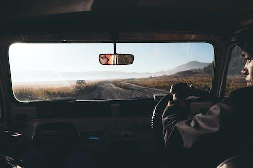 Darmowe zdjęcie z galerii z droga, droga polna, kierowca, lusterko wsteczne
