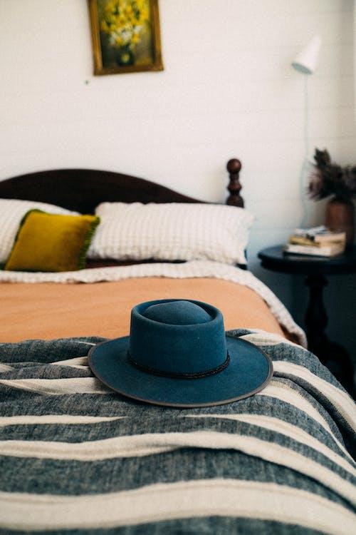 Immagine gratuita di avvicinamento, cappello, letto