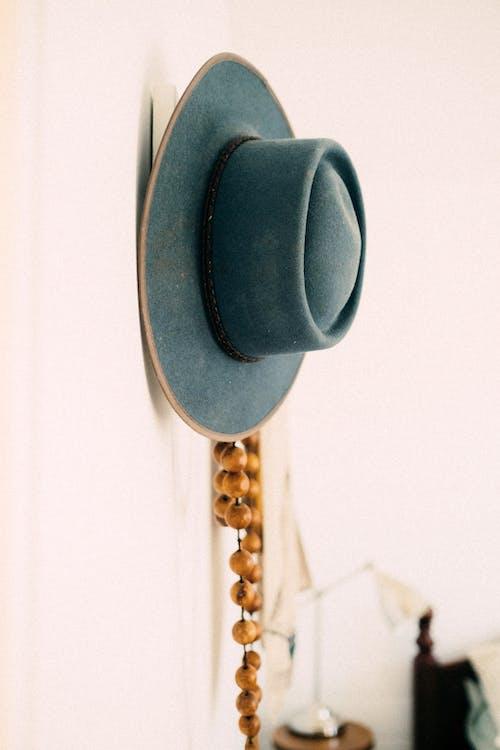 Foto d'estoc gratuïta de barret, gorra, mur