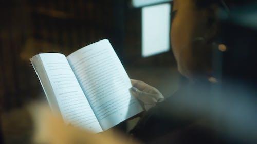 Základová fotografie zdarma na téma číst, čtení, žena