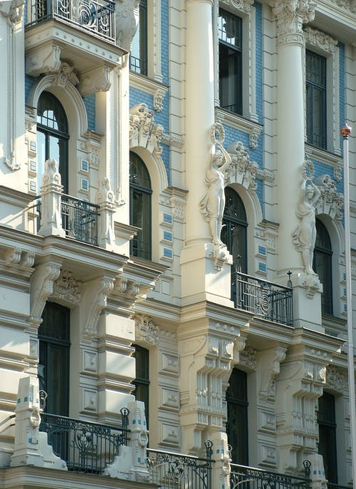 Kostenloses Stock Foto zu architektur, balkone, fassade, fenster