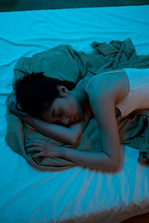 Ingyenes stockfotó ábrándozás, ágy, álló kép témában