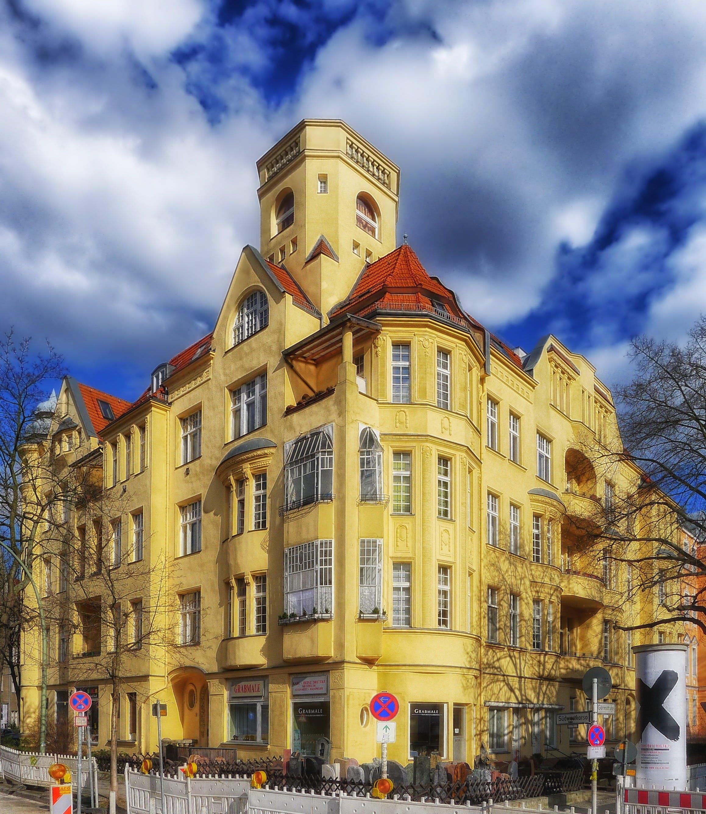 Darmowe zdjęcie z galerii z architektura, berlin-friednau, budynek, chmury