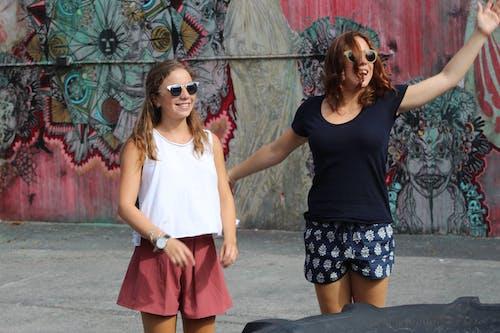 Kadın, kızlar, miami, takılmak içeren Ücretsiz stok fotoğraf