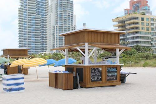 Kostenloses Stock Foto zu miami, miami beach, playa, regenschirm