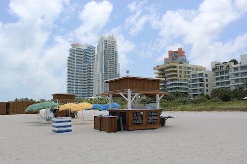 Kostenloses Stock Foto zu miami, miami beach, playa, regenschirme