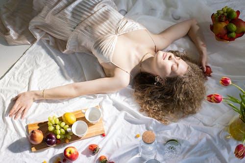 Gratis lagerfoto af æble, afslapning, alene