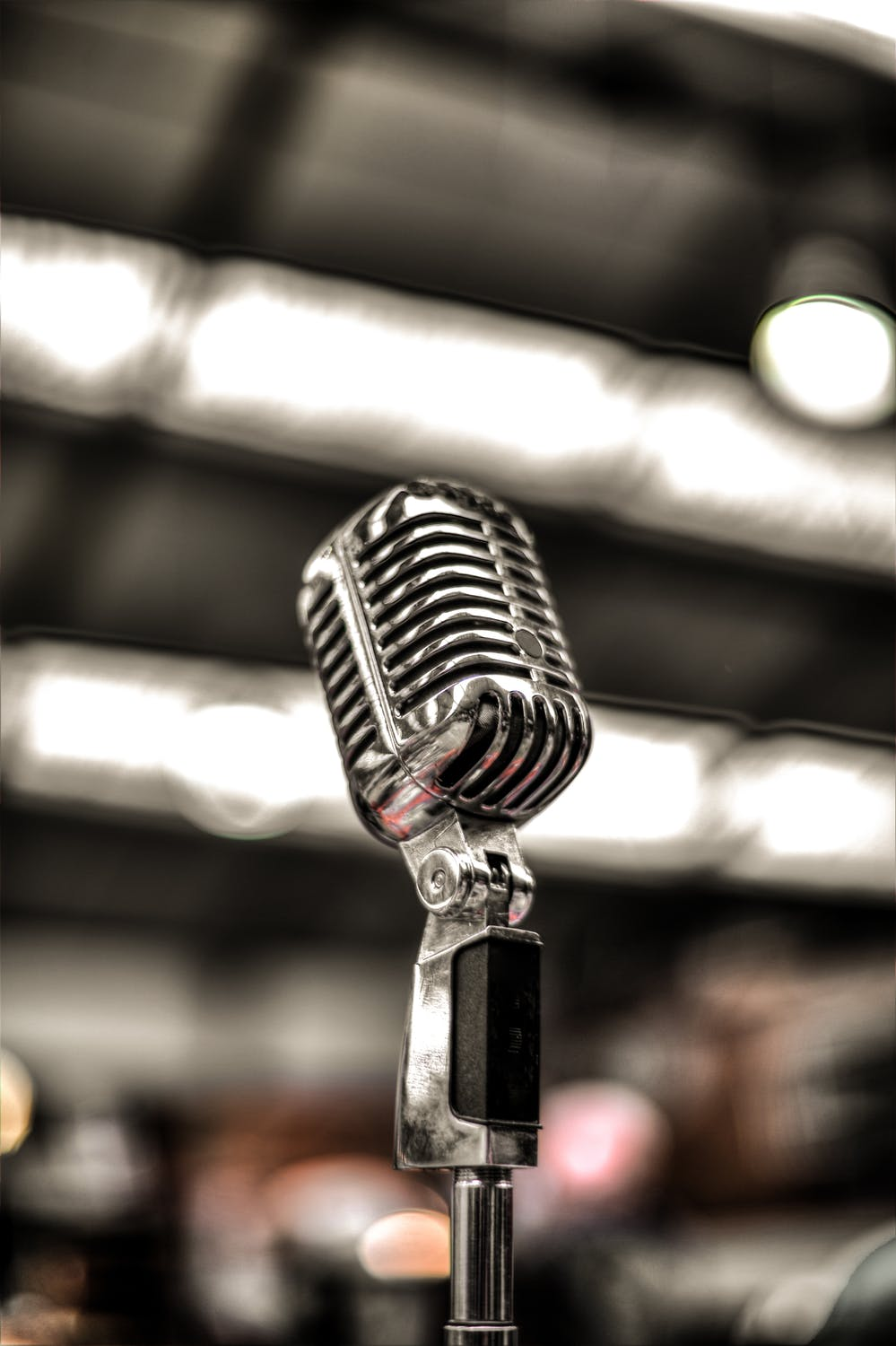 https://images.pexels.com/photos/675960/mic-music-sound-singer-675960.jpeg?auto=compress&cs=tinysrgb&dpr=2&h=750&w=1260