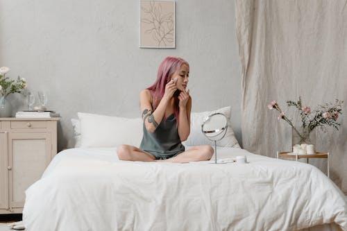 Fotos de stock gratuitas de asiático, cama, cuidado de la piel