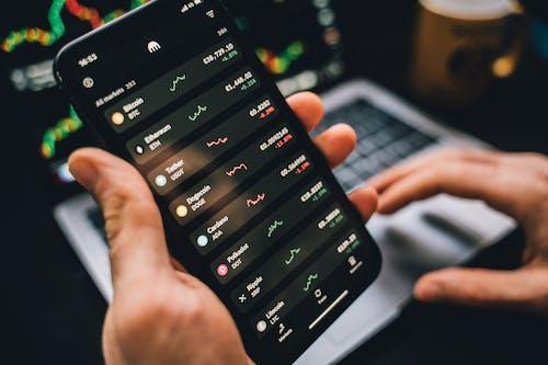 Kostnadsfri bild av aktiemarknaden, bärbar dator, bärbar dator bakgrund