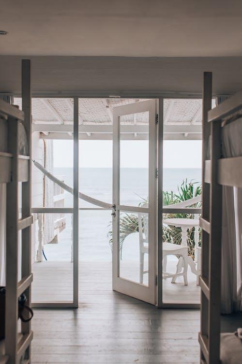 Безкоштовне стокове фото на тему «архітектура, вікно, всередині»