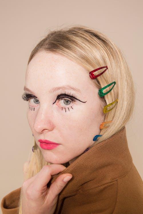 Eccentric woman with multicolored clips on head