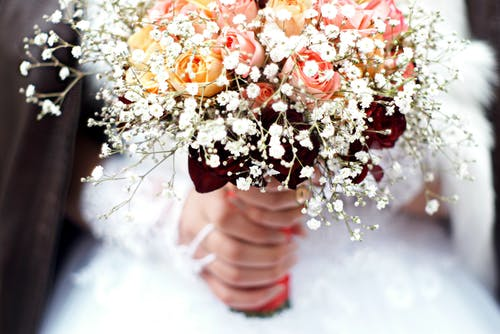 Foto d'estoc gratuïta de arranjament floral, blanc, boda, brillant