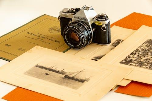 Imagine de stoc gratuită din carte veche, natură statică, vechi aparat de fotografiat