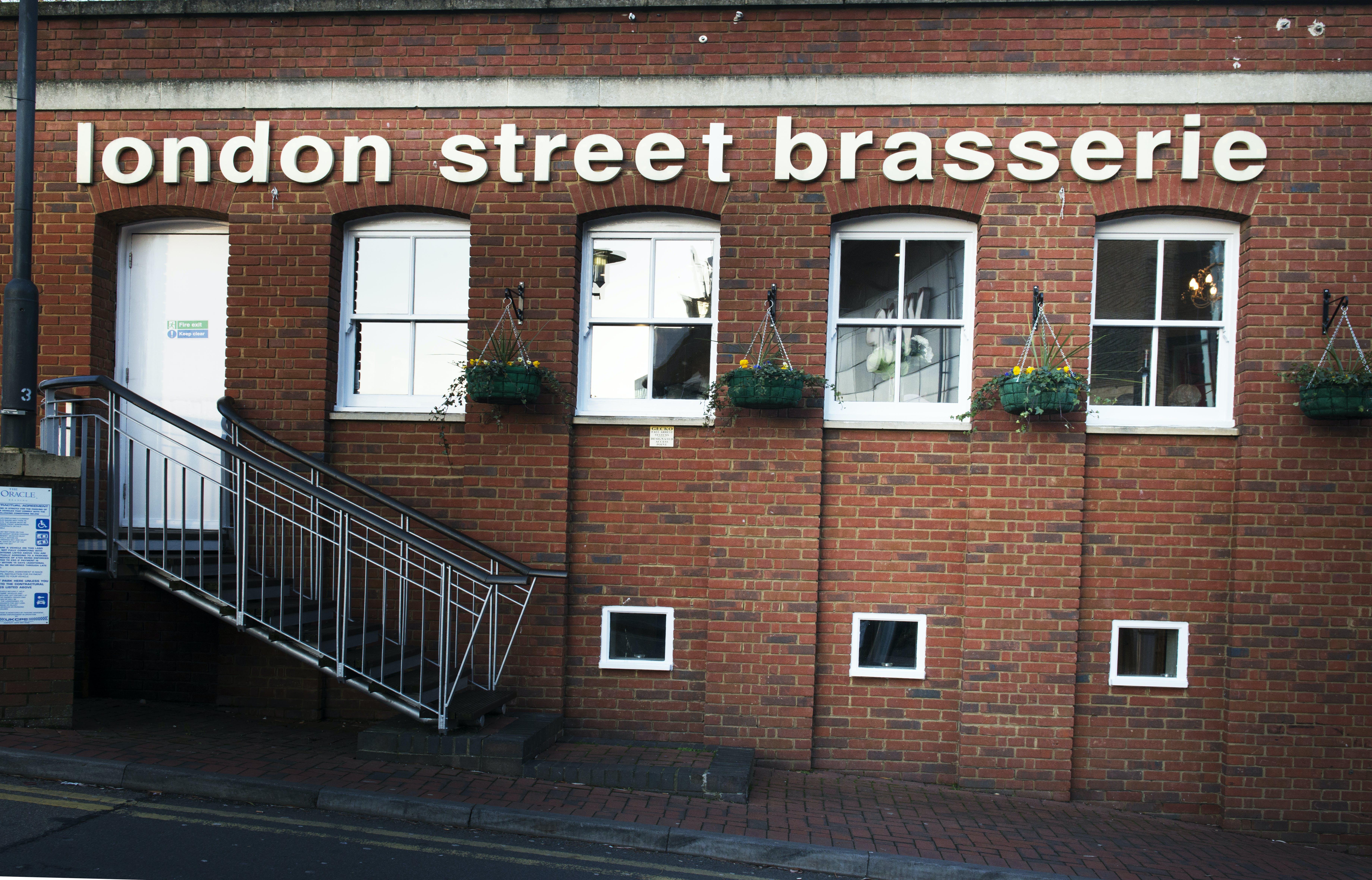 Free stock photo of brasserie, building, red bricks