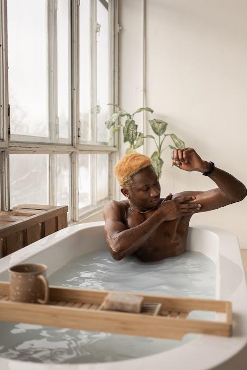 Бесплатное стоковое фото с афро-американец, баловать, безмятежный