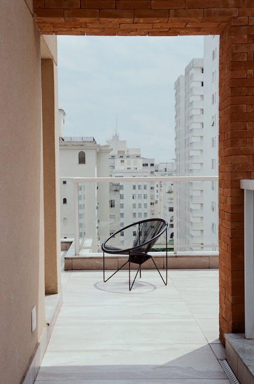 Darmowe zdjęcie z galerii z apartament, balkon, blok